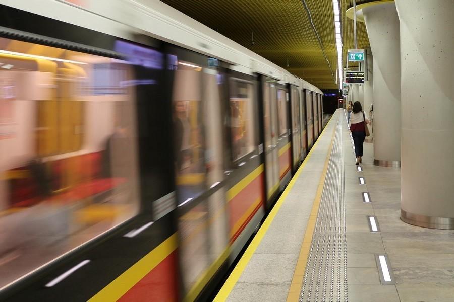 stacja metra w warszawie