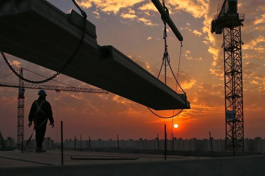 zachód słońca a budowa trwa