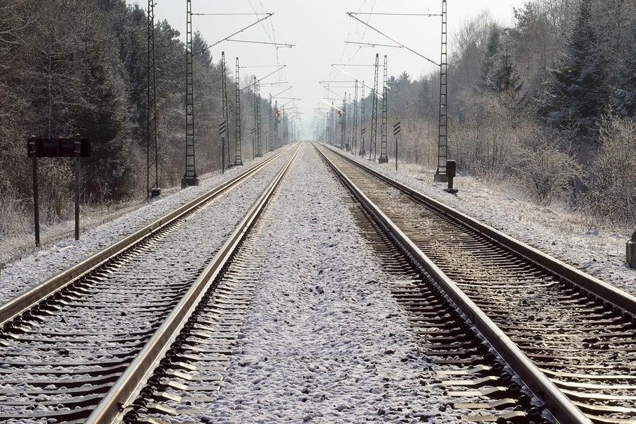 dwie linie kolejowe