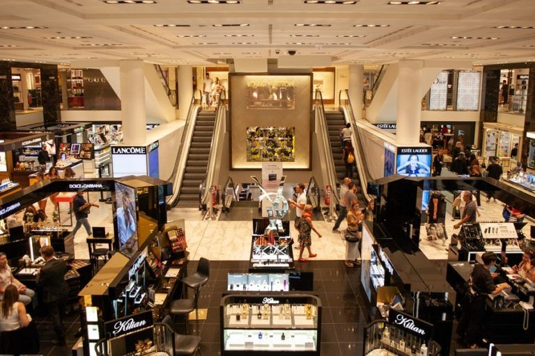 Poles have taken to shopping centres. Visits higher by half than a year ago